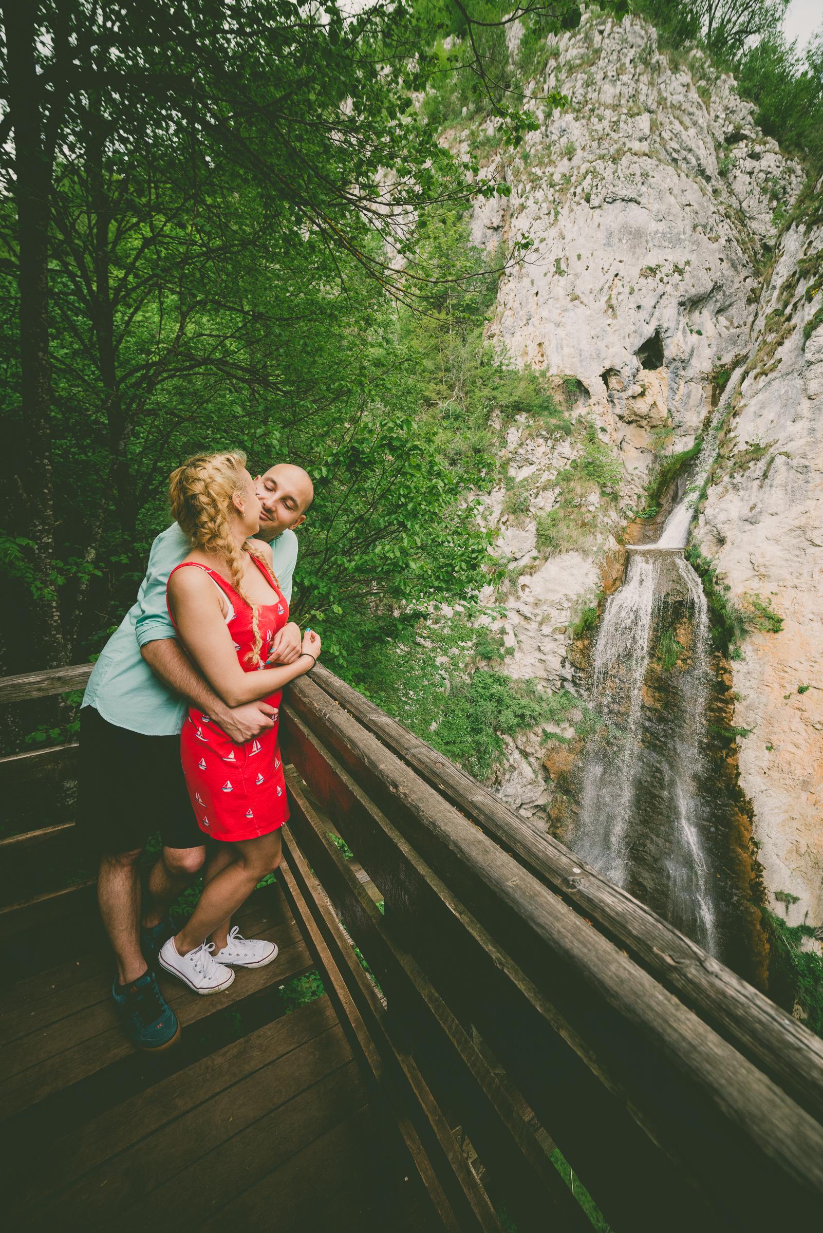 Fotografie de logodna in aer liber