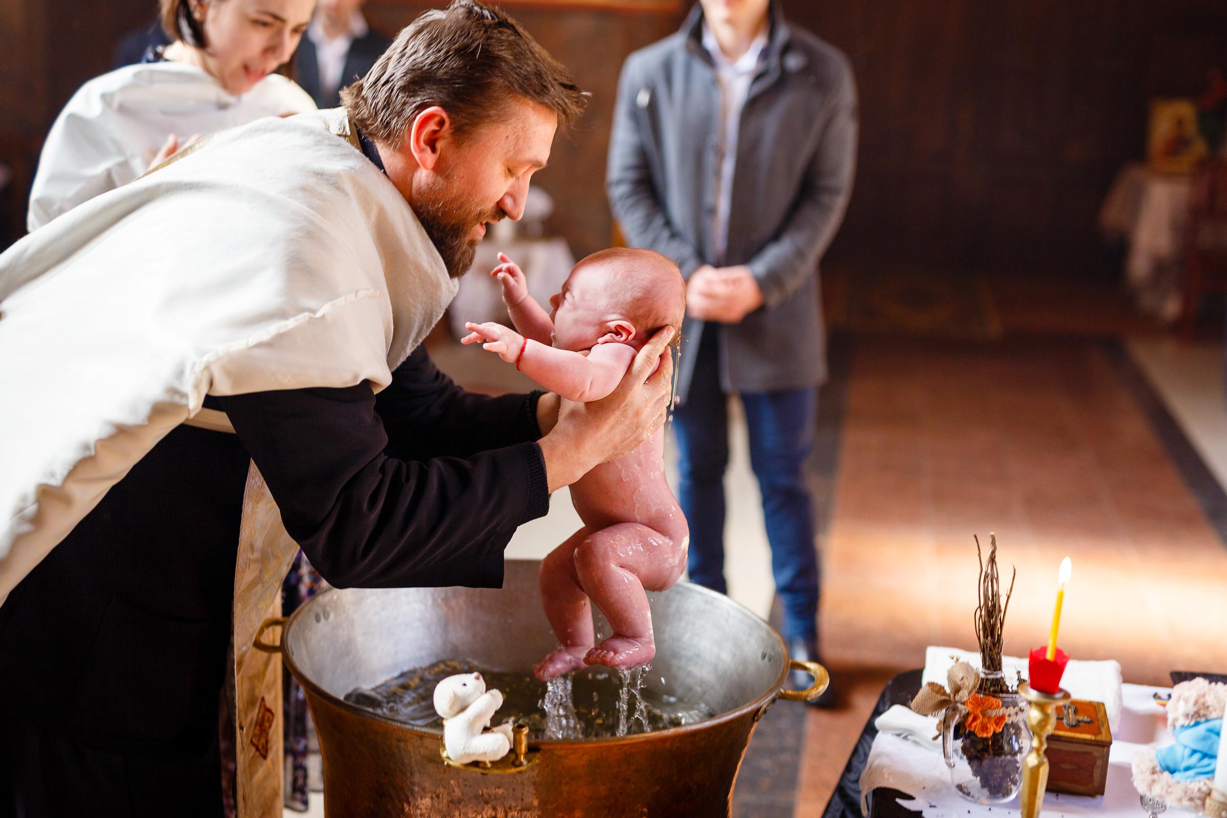fotografii scoatere din cristelnita
