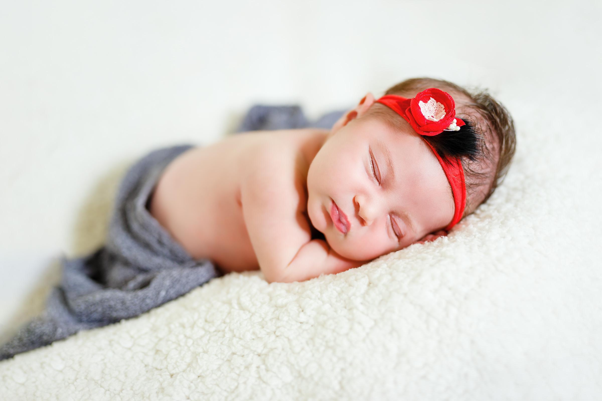 fotografie bebe fundal alb
