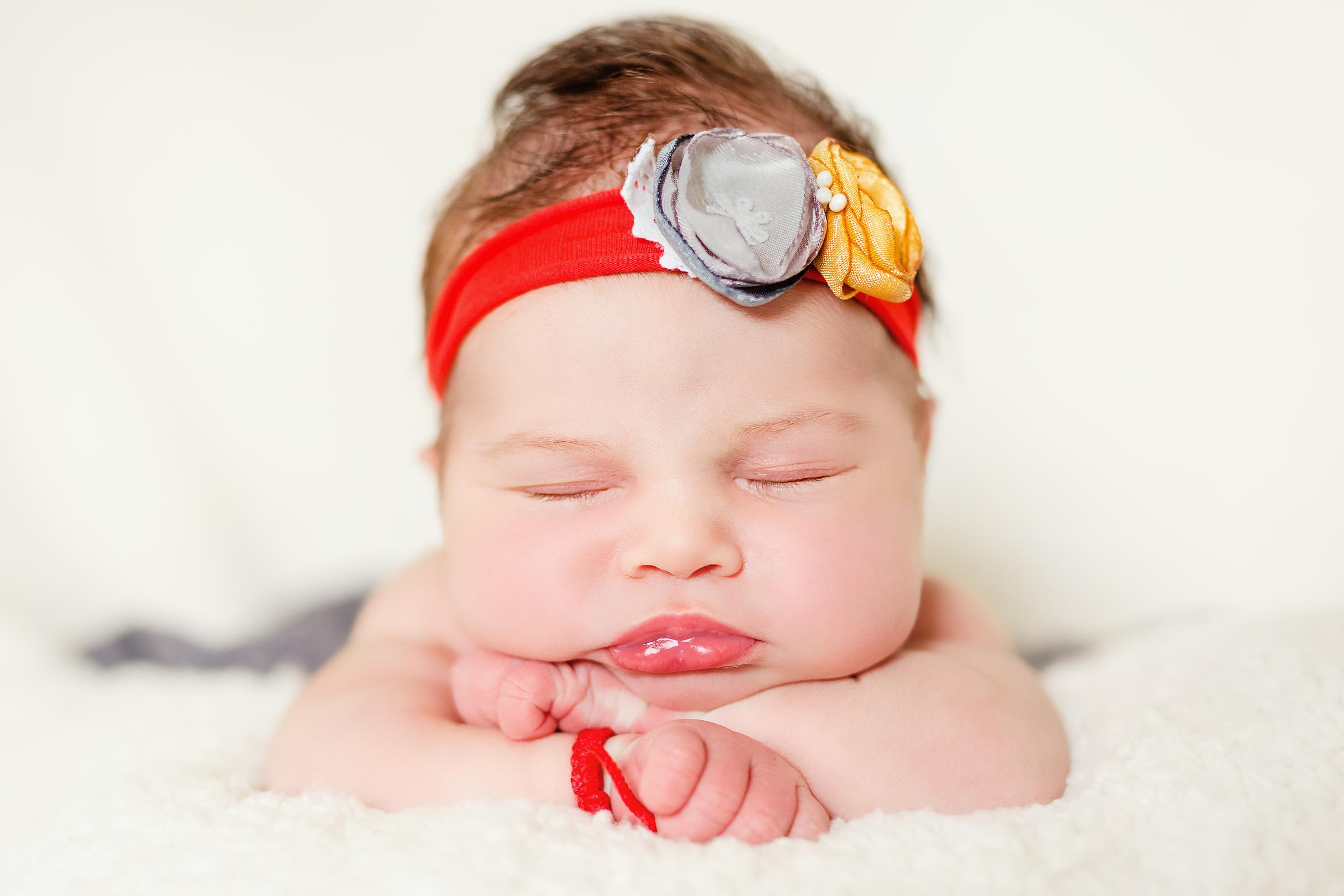 bentita nou nascut Avini