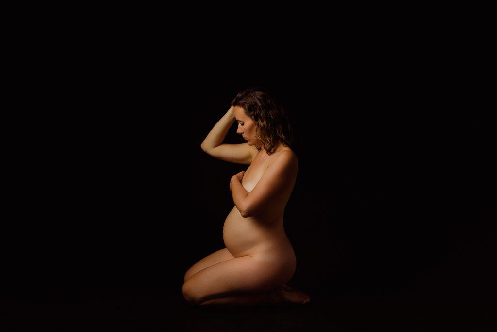 Fotografii de maternitate nud